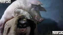 Кабан трахнул девушку. Зоо порно домашним животным