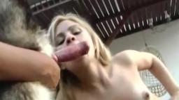 Зоофилку девушку стоя трахают собачим членом.Смотреть бесплатно